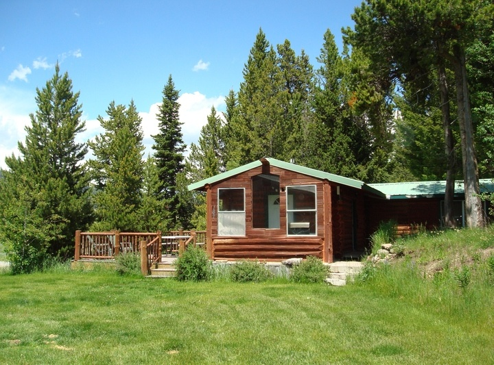 Kozy Cabin (Perfect for Romantic Getaways & Small Families)
