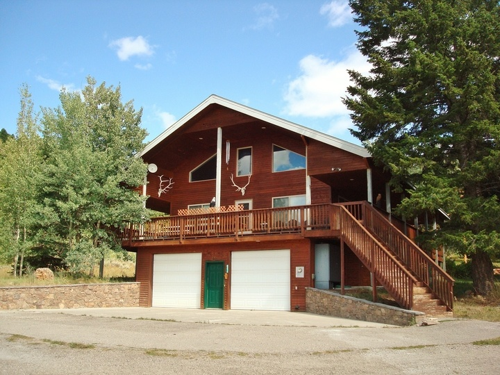 Targhee Peak Lodge Mountain Home (Just 12 miles from Yellowstone plus Mountain Views!)